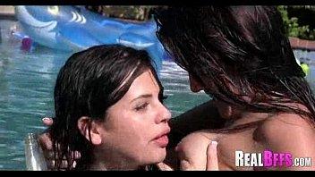 hustlers party pool Mamada a hetero con tragada de semen