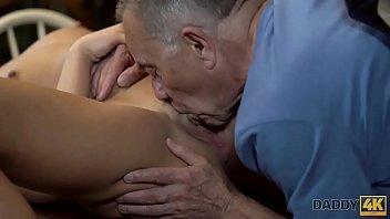 madura oculta fontanero con camara Gisele s oiled up tit fuck