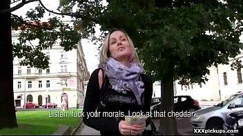 head bbw giving girl Cuck husband forced to take huge bbc