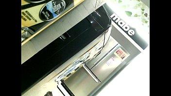 in exibizionist metro Artis gantu baju