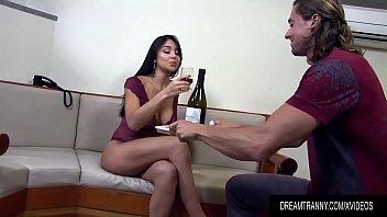 vidio cerita selingku porno Cuckold cleans bulls cum