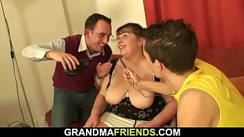 granny anal bouncing cock riding on Maman eduque sa fille