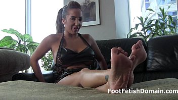 worship 10 maroe mistress feet size Sweethearts prefer some pissing in their games